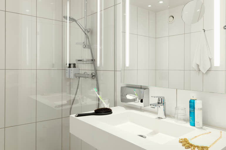 Scandic Copenhagen, Superior bathroom