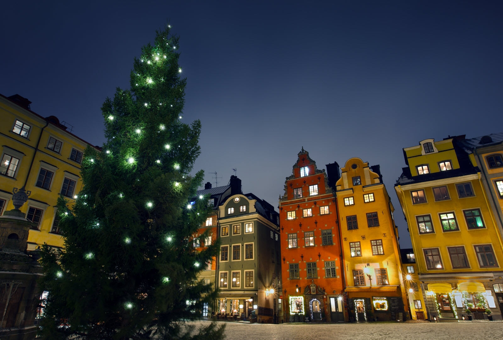 Mostphotos_Stortorget-at-chritmas-time_by_MikaelDa.jpg