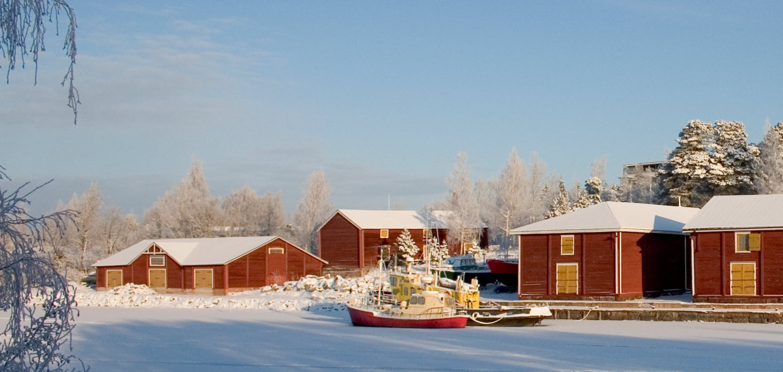 Vaasa_Winter_Palosaari_Old_Storehouse_PainoVaaka_J.jpg