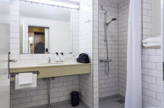 Standard, Bathroom