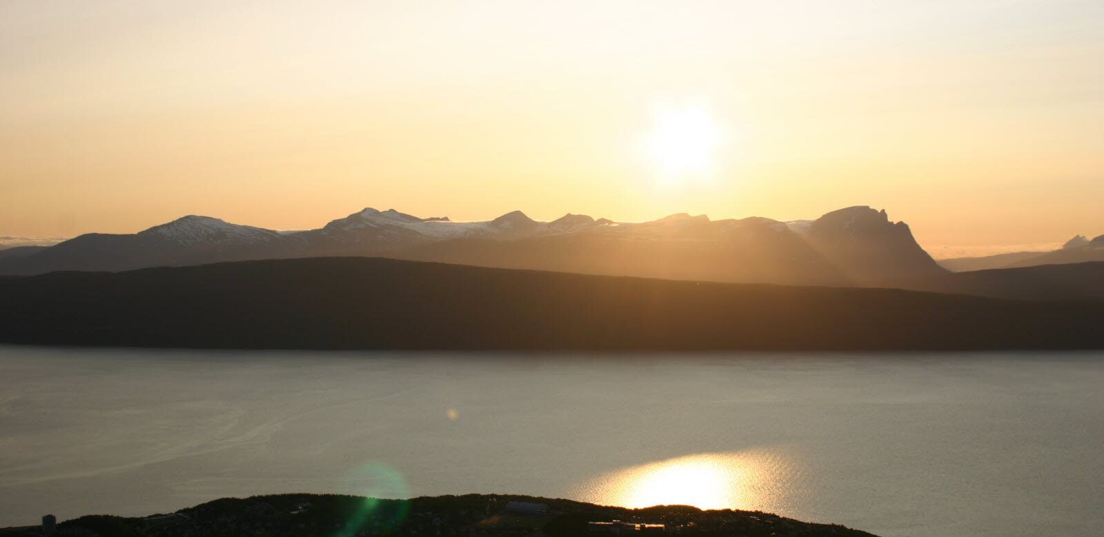 norway-narvik-midnight-sun_mostphotos_com.jpg