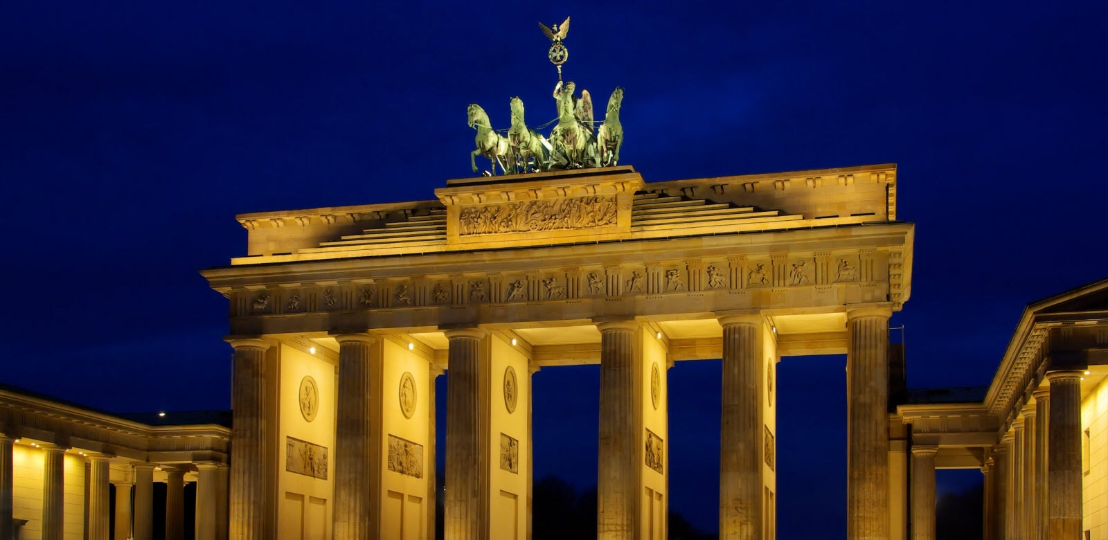 Berlin Brandenburger Tor at night.
