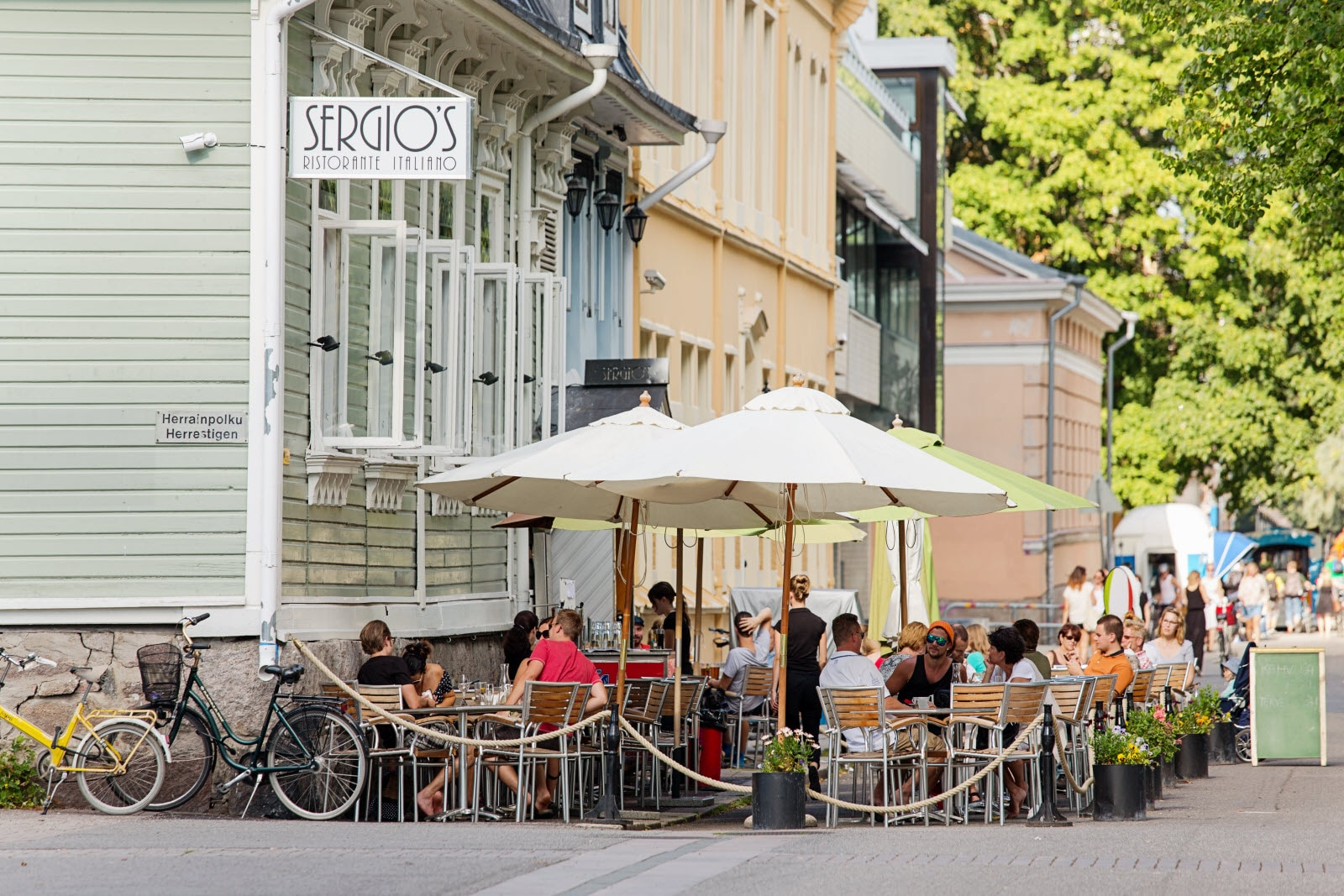 turku-summer-street-terrace.jpg