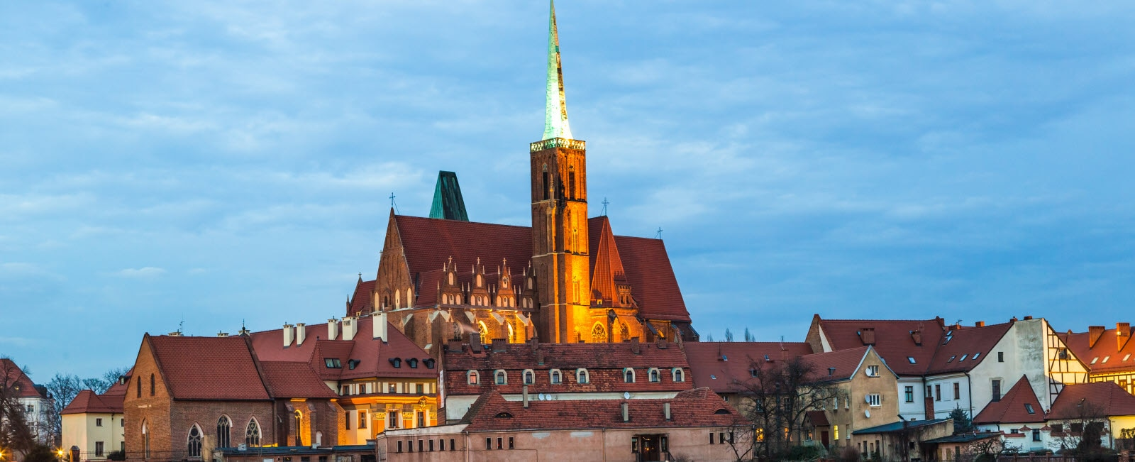 A cityscape cathedral, river Odra. Wroclaw, Poland, at dusk. Mostphotos.com
