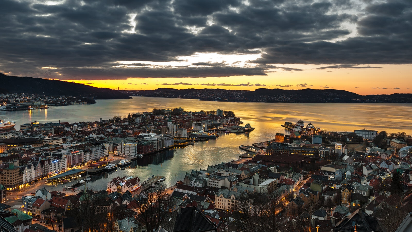 4588752-bergen-at-night_by_Buckley.jpg