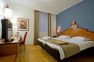 Scandic-Grand-Place-superior-room-king.jpg