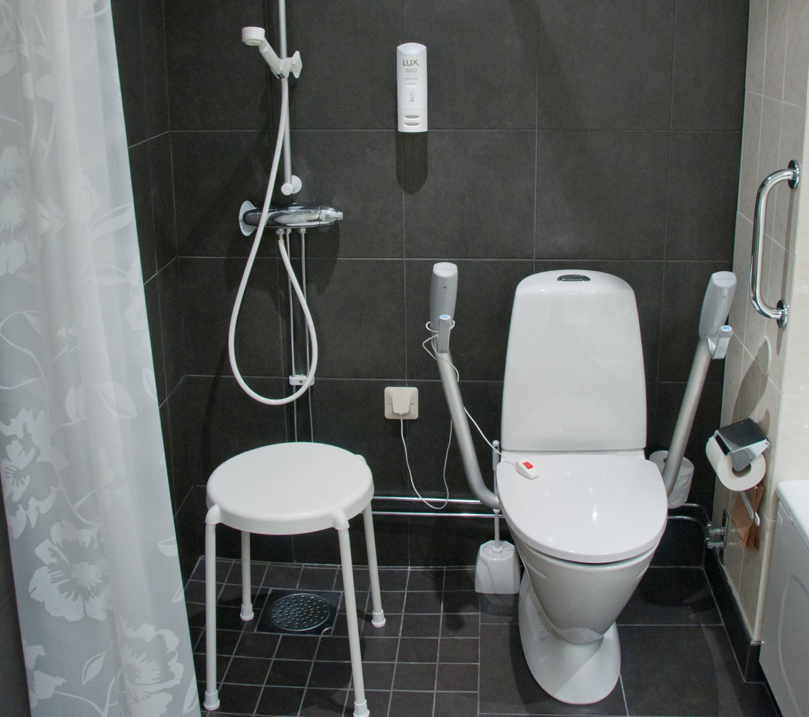 Scandic Star Sollentuna, bathroom, accessibility room